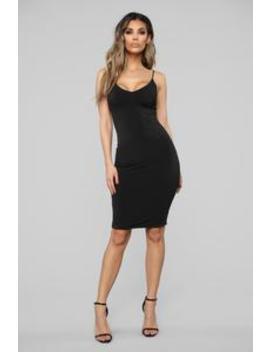 e401237618d take-a-guess-midi-dress---black by fashion-