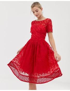 Vestido De Graduación De Encaje Rojo Con Bajo Calado Premium De Chi Chi London by Chi Chi London