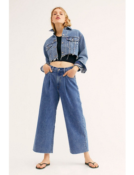 Levi's Ribcage Pleated Crop Jeans by Levi's