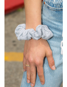 Grey Ribbed Scrunchie by Brandy Melville